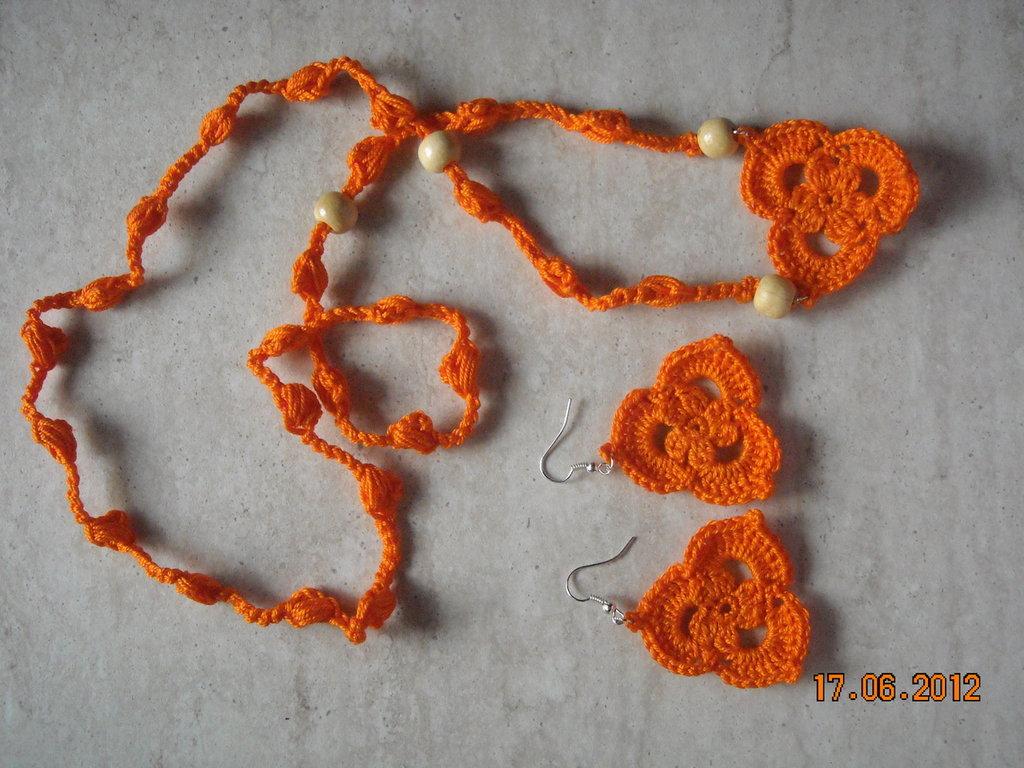 collana etnica ed orecchini etnici uncinetto perline