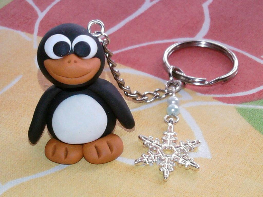 Portachiavi con pinguino 3D, fiocco di neve e perle fimo