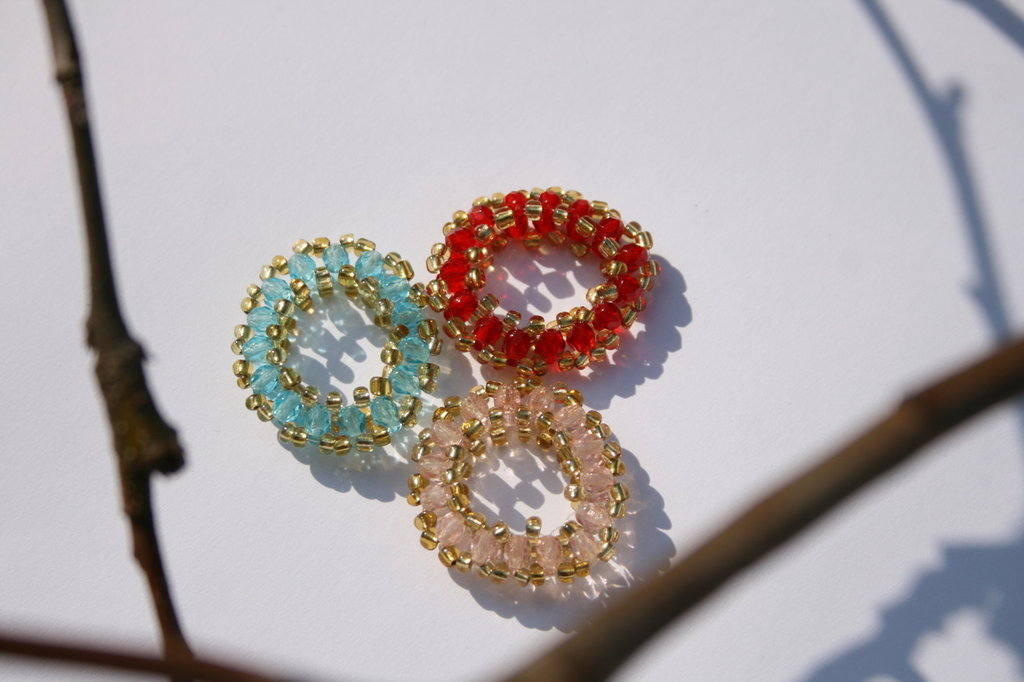 Annello in perle di vetro