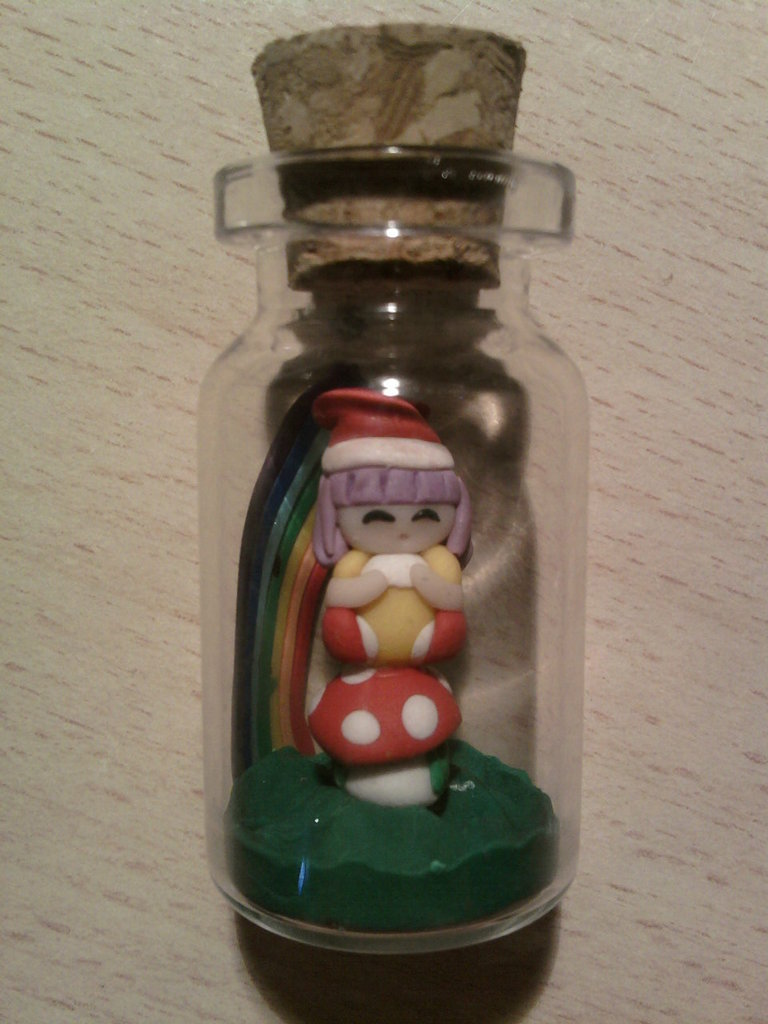 Bottiglietta 4 cm con mini Memole fimo