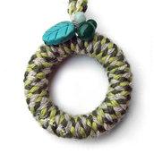 """Peace & Wool, green"" - Collana in legno e lana"