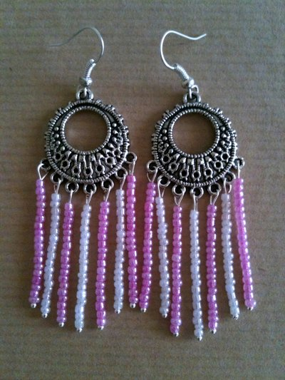 Orecchini etnici rosa e bianchi