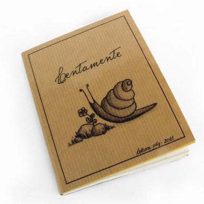 """""""LENTAMENTE"""" - Quadernino eco-friendly realizzato con carte di recupero"""