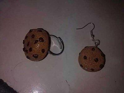 anello e orecchini biscotto