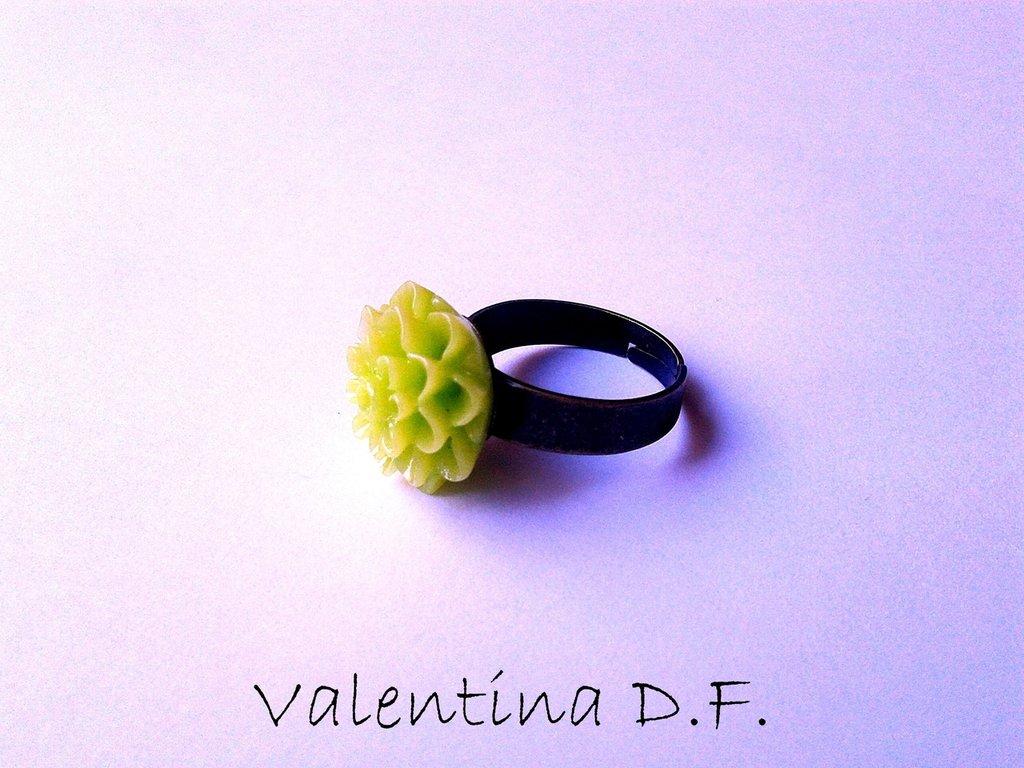 anello con fiore verde
