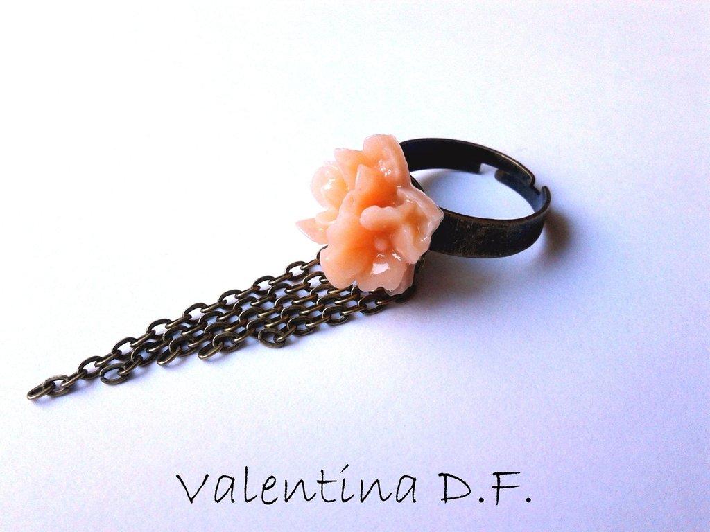 anello con fiori rosa fatto a mano