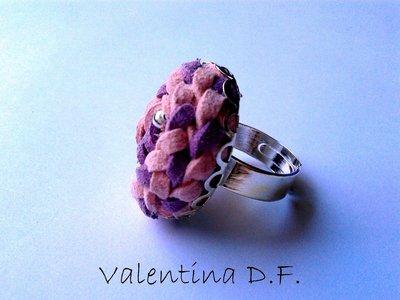 anello con intreccio di alcantara rosa e lilla