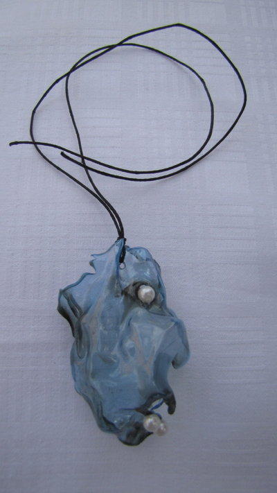 collana in plastica e perle