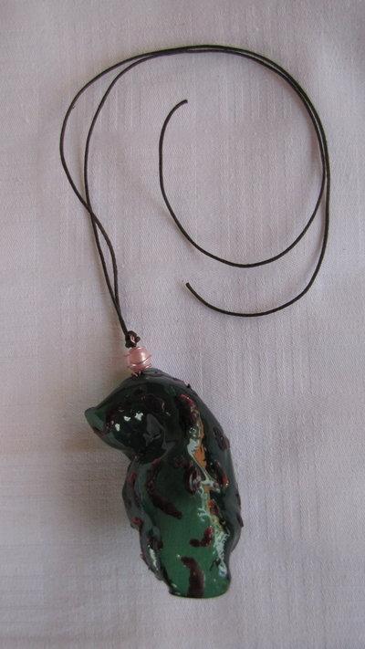 collana in plastica verde