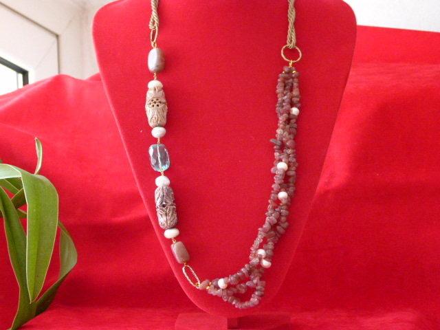 Collana in adularia, perle di fiume e ossidiana nobile