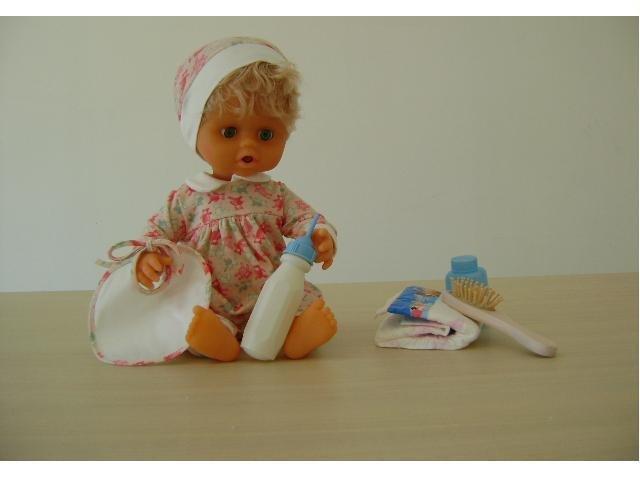 Piccirillo: il bambolotto che fa la pipì ma smette di piangere se lo cambi! (disponibile in fantasia rosa e celeste)