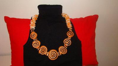 collana in pannolenci multicolore con girelle