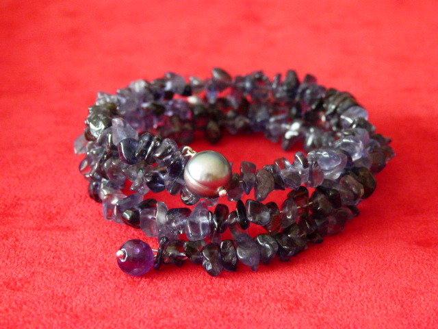 Bracciale in cips di iolite, ametista e perla