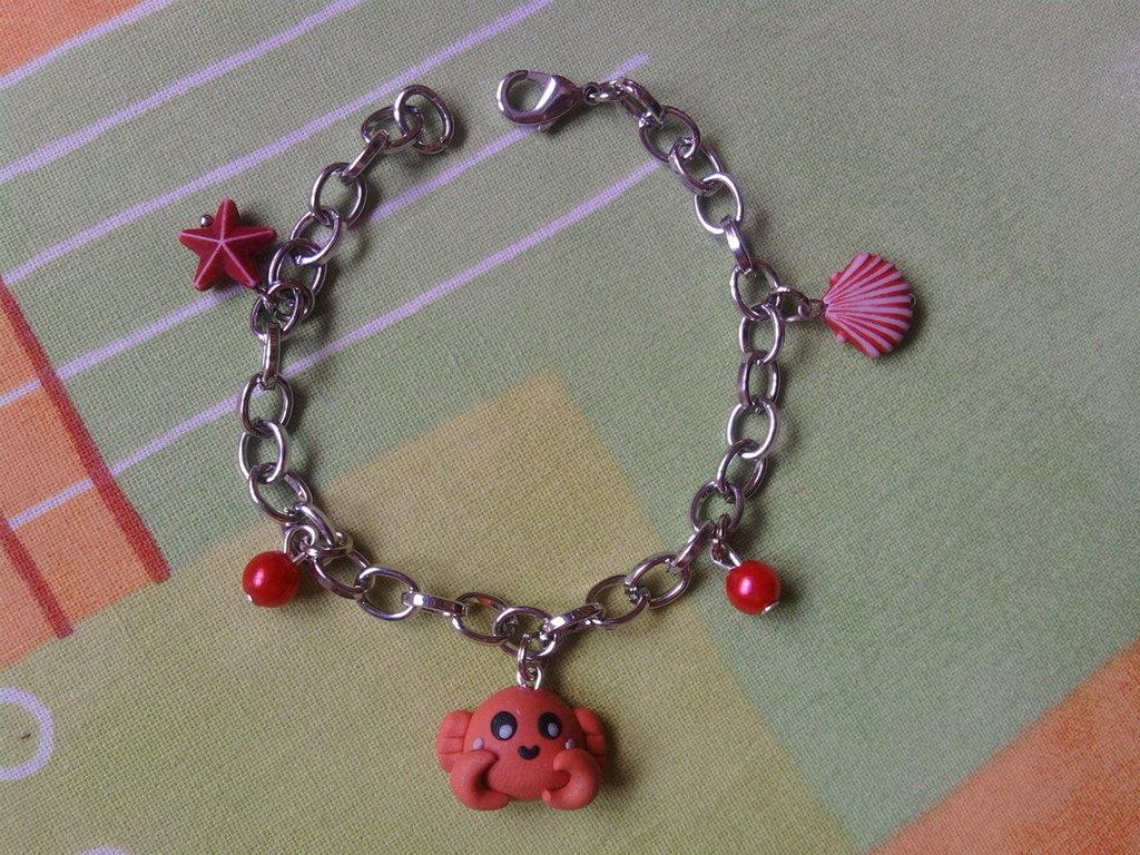 Braccialetto con perle e granchio fimo