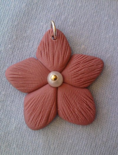 Ciondolo fiore con perla fimo