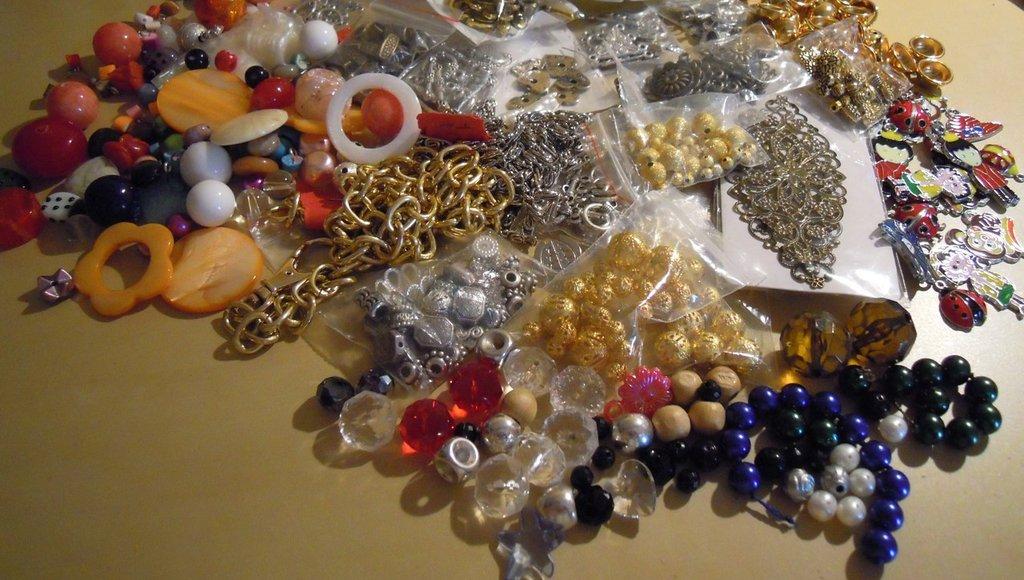 Lotto misto di materiale per creare oltre 500 pezzi