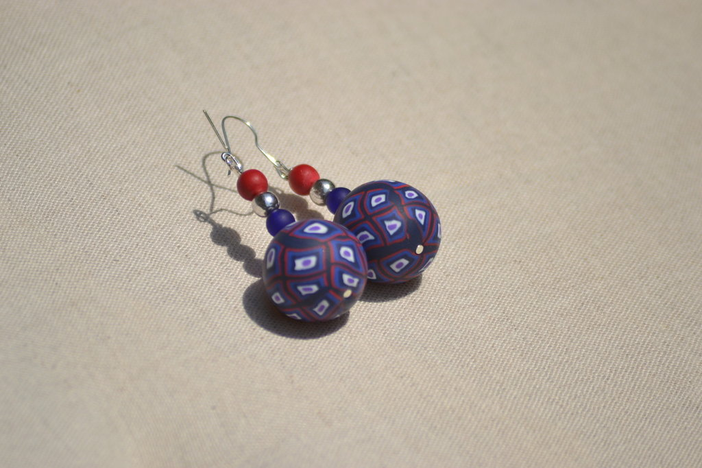 orecchini blu rossi e bianchi