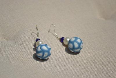 orecchini pendenti azzurri e bianchi
