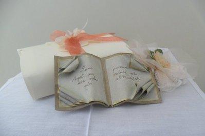 Libro in cartapesta