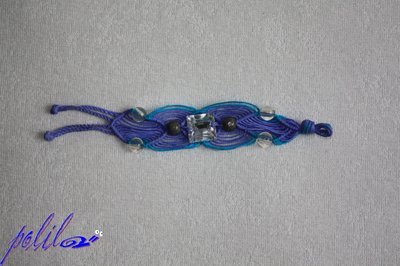 braccialetto macramé largo viola e turchese