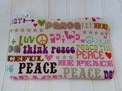 """Astuccio in stoffa """"peace&love"""" porta cellulare - iPod - mp3"""