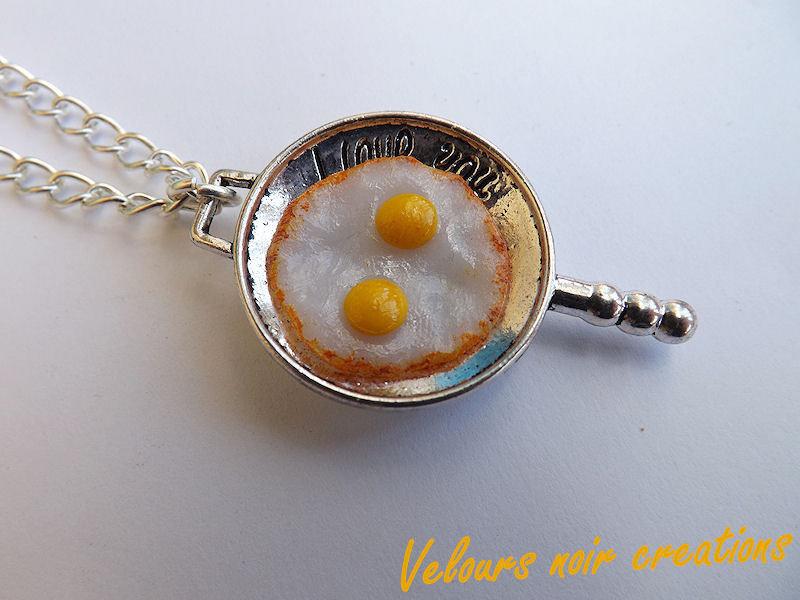 collana uova fritte in fimo padellino metallizzato