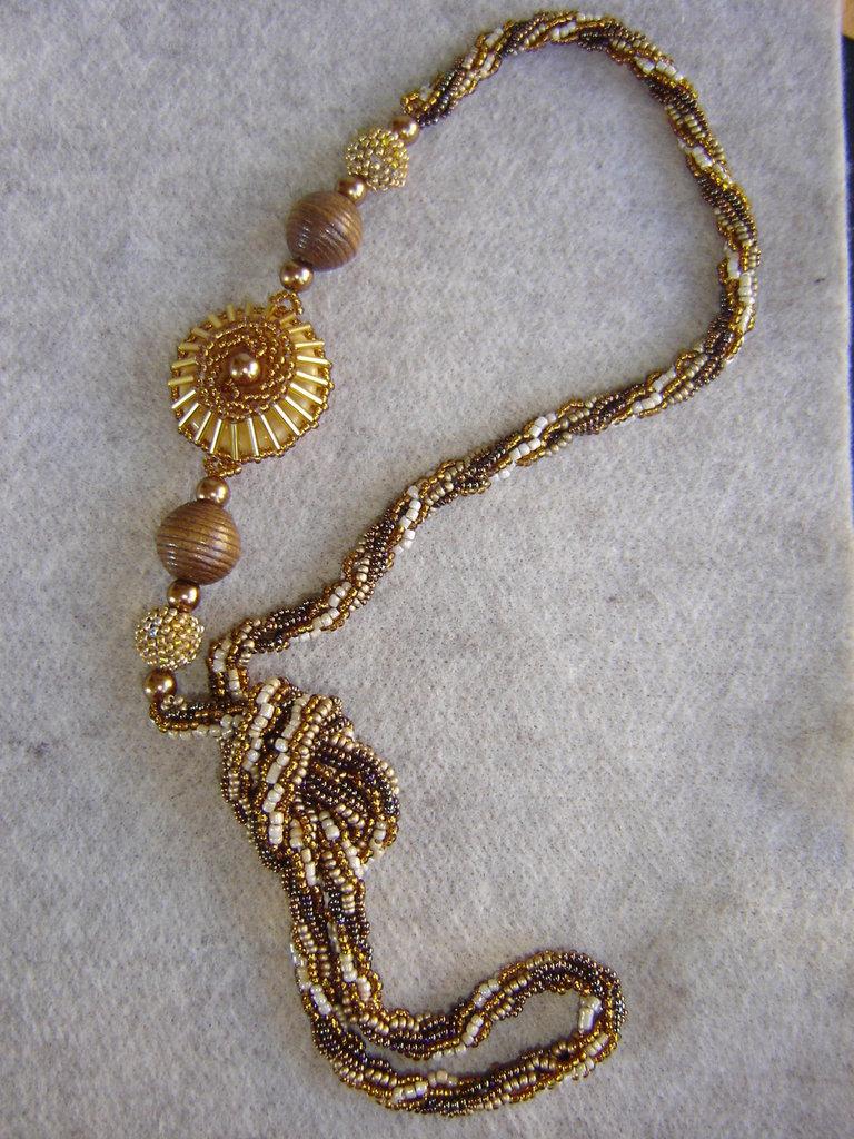 Collana etnica di perline di conteria, e perle in legno