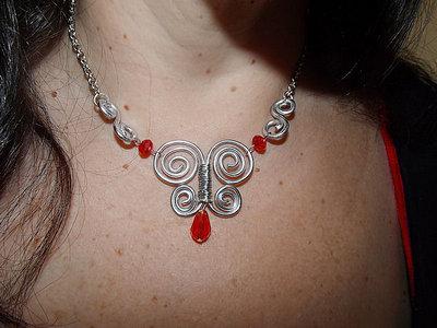 collana girocollo farfalla creata a mano wire