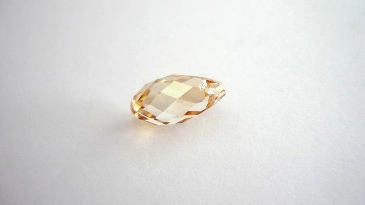 Swarovski® Briolette Drop, Crystal Golden 6000  Dimensioni: 11 X 5 mm  1,80 euro/pezzo