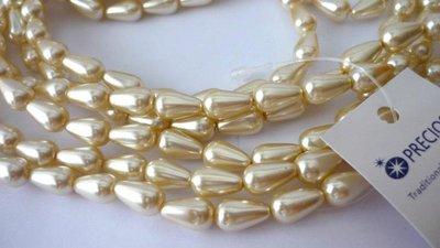 Preciosa® Perle a goccia Cream  Dimensioni: 12 x 7 mm.