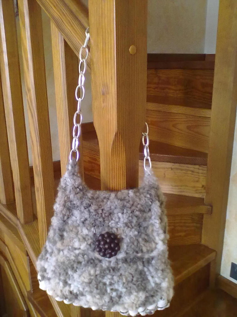 borsetta in fettuccia di lana invernale