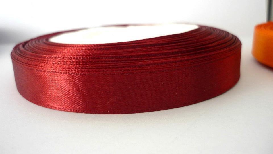 Fettuccia Satin Dark violet red. Lunghezza rotolo 22,5 metri, spessore 12 mm.