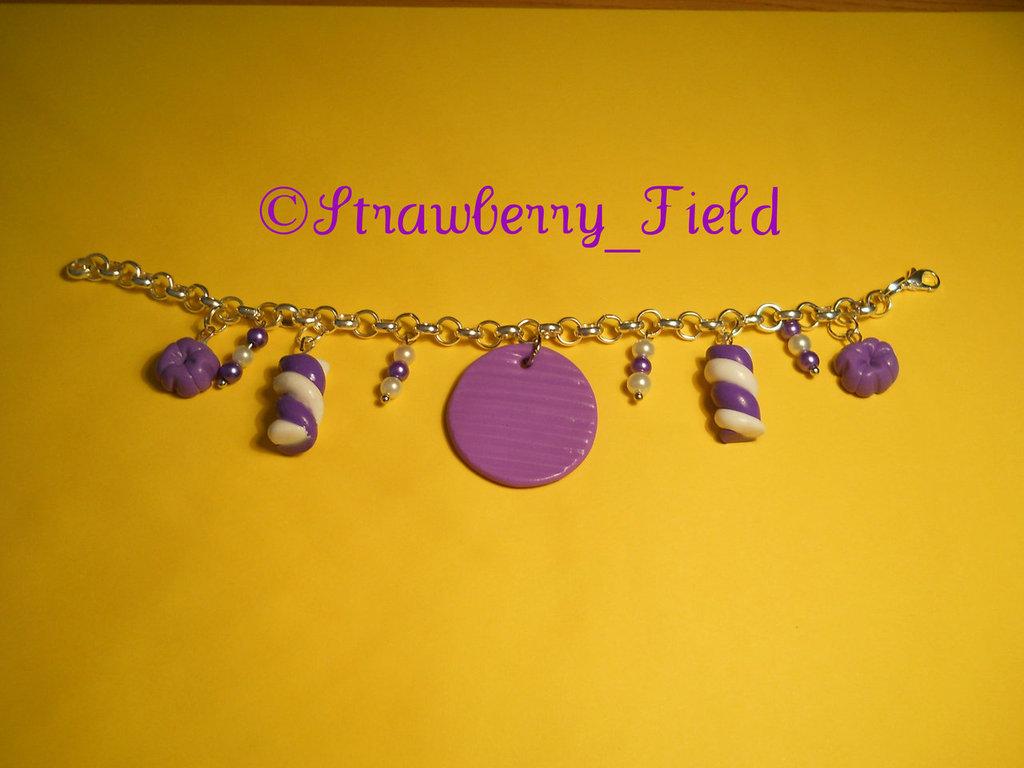 Bracciale viola-bianco con charms