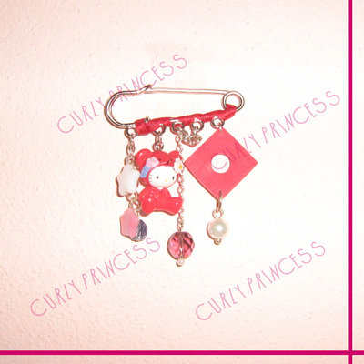 spilla HELLO KITTY orso e charms - red bear