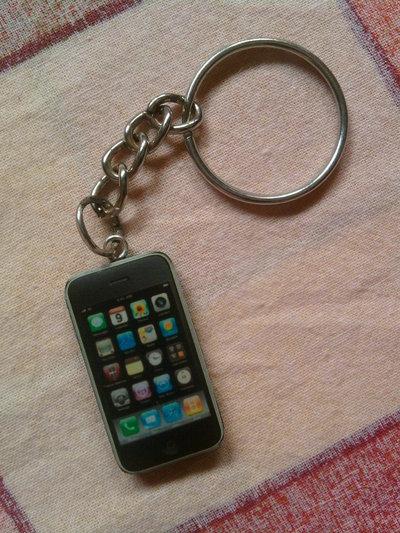Portachiavi con mini iPhone fimo