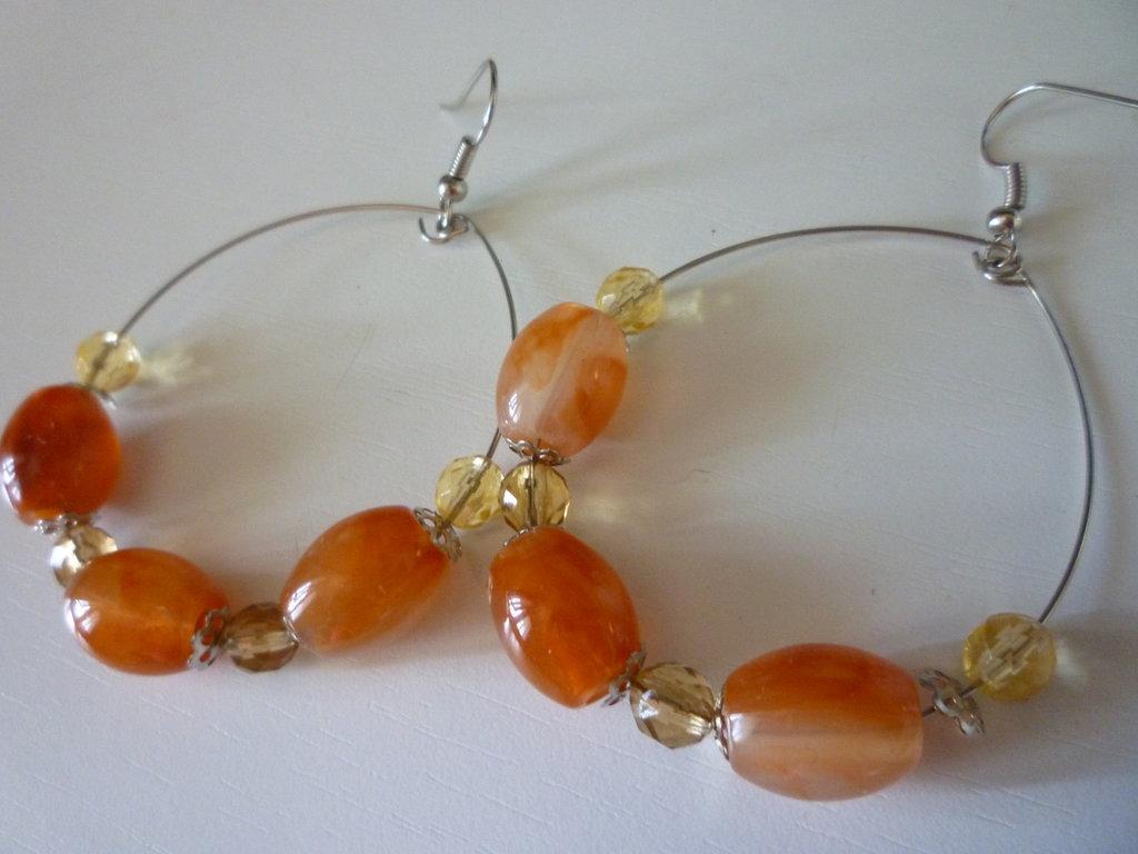 orecchini a cerchio con perline