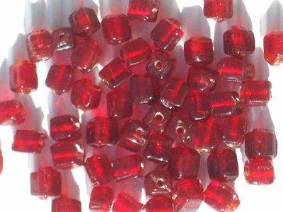 45 perline vetro quadrate rosso rubino vend.