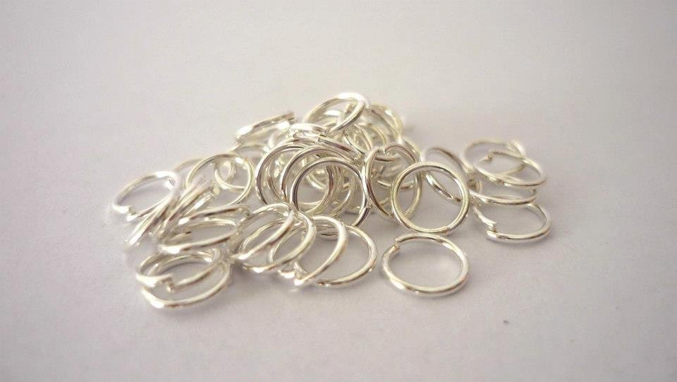 Anellini (jumprings) color argento, Nickel free.  Diametro 6 mm.