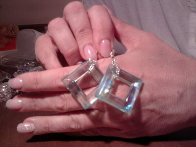 Orecchini a forma di rombo in swarosky.