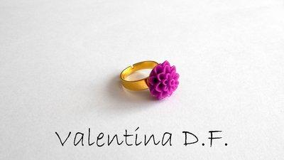 anello con fiore fucsia