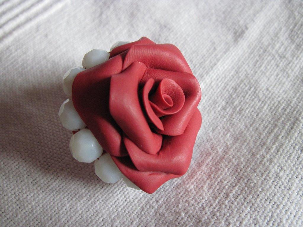 anello con pietre dure