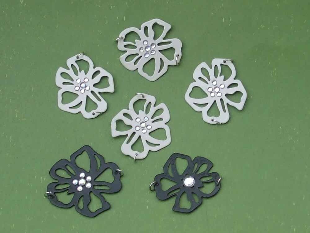 1 fiore bianco o nero in metallo misura media