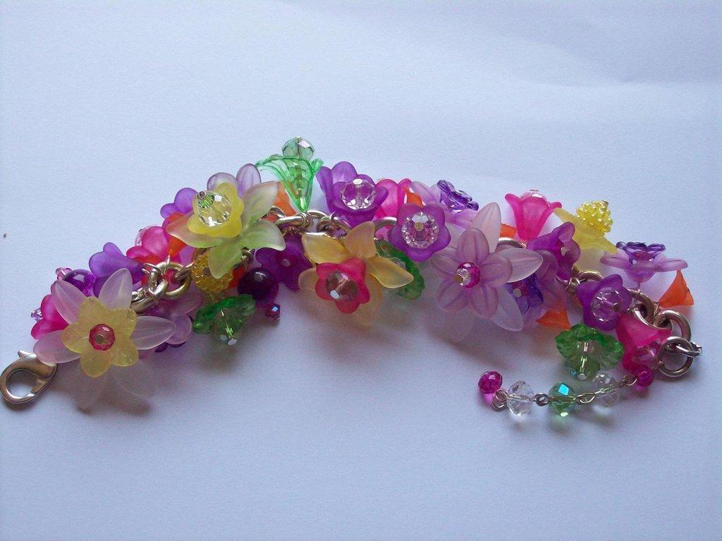 bracciale fiori lucite e perle swarovski e mezzo cristallo!