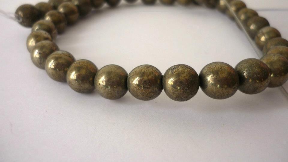 Pirite naturale, round da 10 mm, color Khaki scuro (effetto metallico).