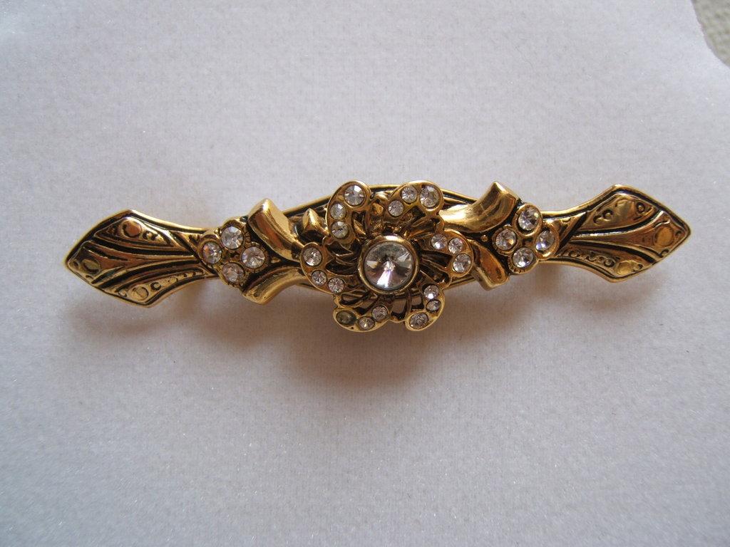 spilla victorian style