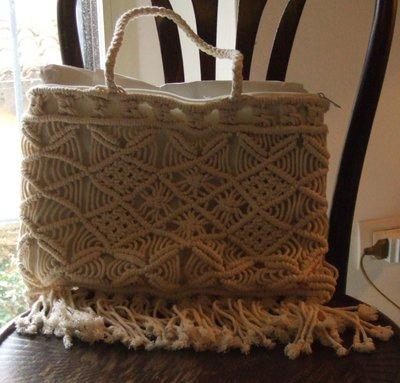 borsa bianca in macramé fatta interamente a mano