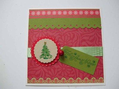 """Biglietto Natale rosso con abete e tag """"felice anno nuovo"""""""