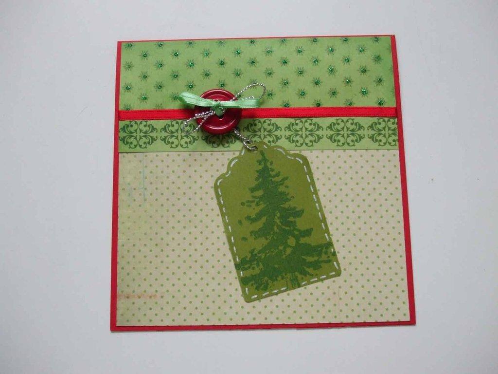 Biglietto natalizio con abete stampato su tag