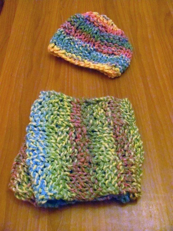 Sciarpa e Cappello di lana a fantasie vivaci fatto a mano realizzato in Italia