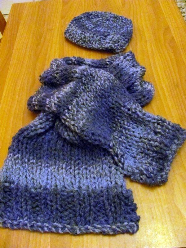 Sciarpa e Cappello di lana blu notte fatto a mano a maglia realizzato in Italia